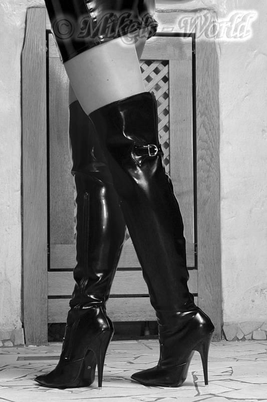 high heels scharfer lack overknee stiefel monike schwarz. Black Bedroom Furniture Sets. Home Design Ideas